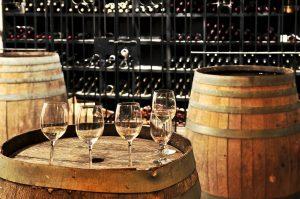 Verres et bouteilles de champagne