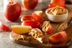 beurre de pomme et des morceaux de pommes