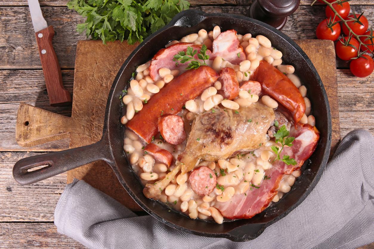 un plat de cassoulet dans une casserole
