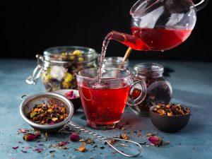un infusion avec du thé en vrac